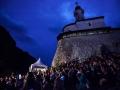 Publika pod Kapelico na Malem gradu med koncertom Demolition group na Kamfestu