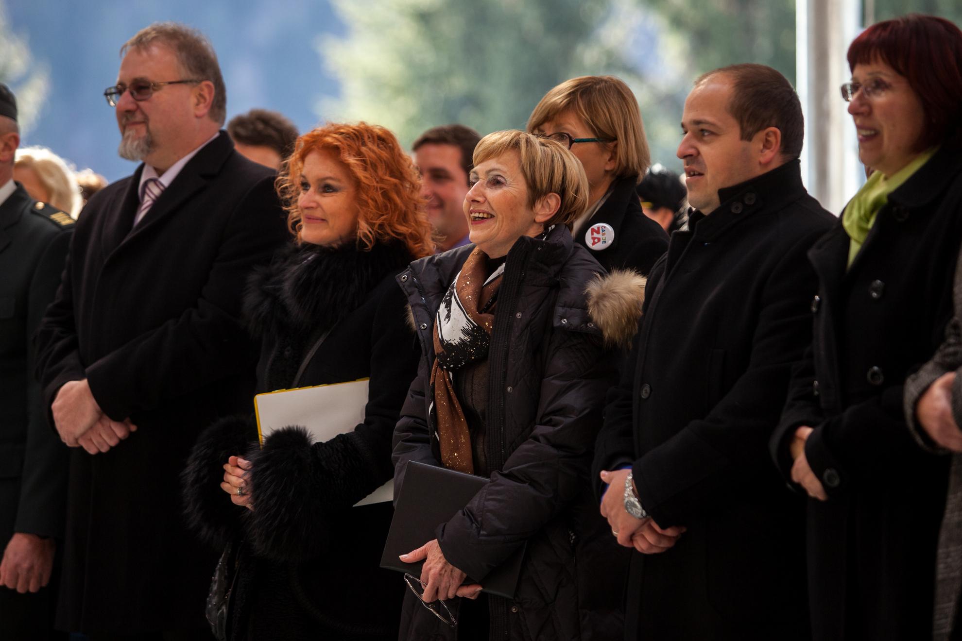 Ministrica Milojka Kolar Celarc na otvoritvi Urgentnega centra na Jesenicah. Pojoča ministrica na otvoritvi.