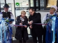 Ministrica Milojka Kolar Celarc na otvoritvi Urgentnega centra na Jesenicah. Ministrica Milojka Kolar Celarc in direktor Jeseniške bolnišnice režeta trak ob otvoritvi urgentnega centra.
