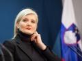 17. februar 2016, Tiskovna konferenca. Govori ministrica Vesna Györkös Žnidar. Pogled na novinarko Al-Janzeere.