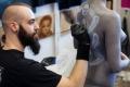 16. 04. 2016 Ljubljana, Gospodarsko razstavišče. Med 15. in 17. aprilom je v Ljubljani potekala 8. tradicionalna tattoo konvencija. Na njej so se poleg tetovatorjev predstavljali tudi umetnice in umetniki poslikave teles.