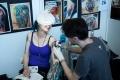 16. 04. 2016 Ljubljana, Gospodarsko razstavišče. Med 15. in 17. aprilom je v Ljubljani potekala 8. tradicionalna tattoo konvencija. Tetovatorski mojstri med delom.