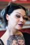 16. 04. 2016 Ljubljana, Gospodarsko razstavišče. Med 15. in 17. aprilom je v Ljubljani potekala 8. tradicionalna tattoo konvencija. Dekle z umetnimi lečami v očeh.