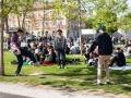 20. 04. 2016 Ljubljana, Park zvezda, Hašišarska fronta, bivši Marihuana marš. Ob Maršu si mladeniči podajajo riževko.