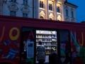 22. 04. 2016 Noč Knjige v Ljubljani.Potujoča knjižnica na Prešernovem trgu.