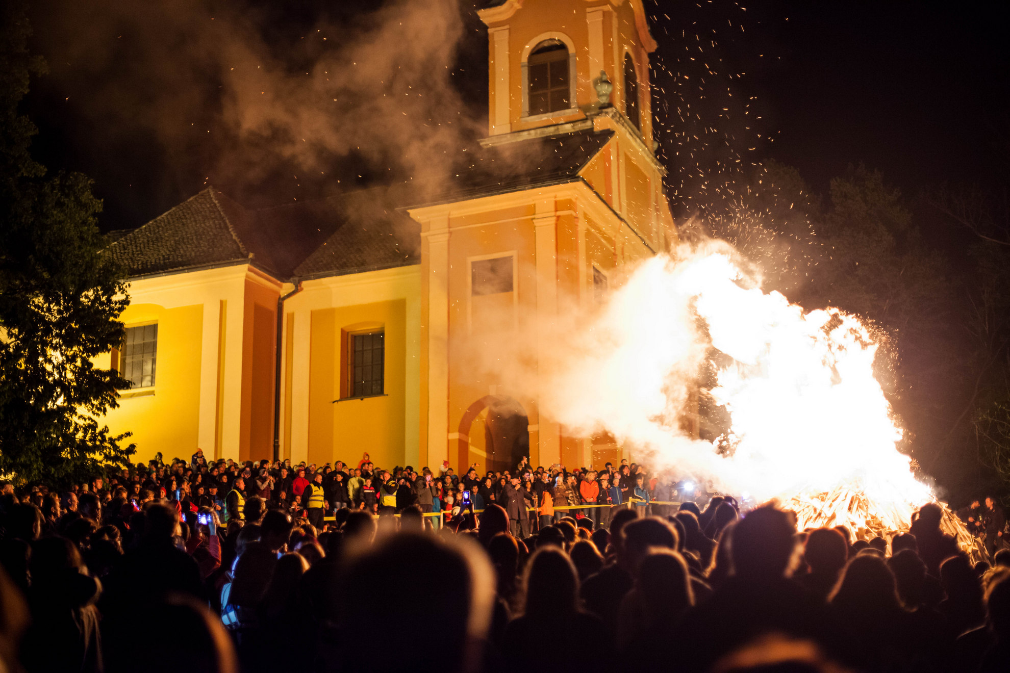 30. 04. 2016 Ljubljana, Prižig kresa na Rožniku.