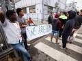 19.09.2016 Ljubljana, Azilni dom Vič. Protest beguncev v azilnem domu. Zaposlenim niso pustili z avtom na parkirišče.